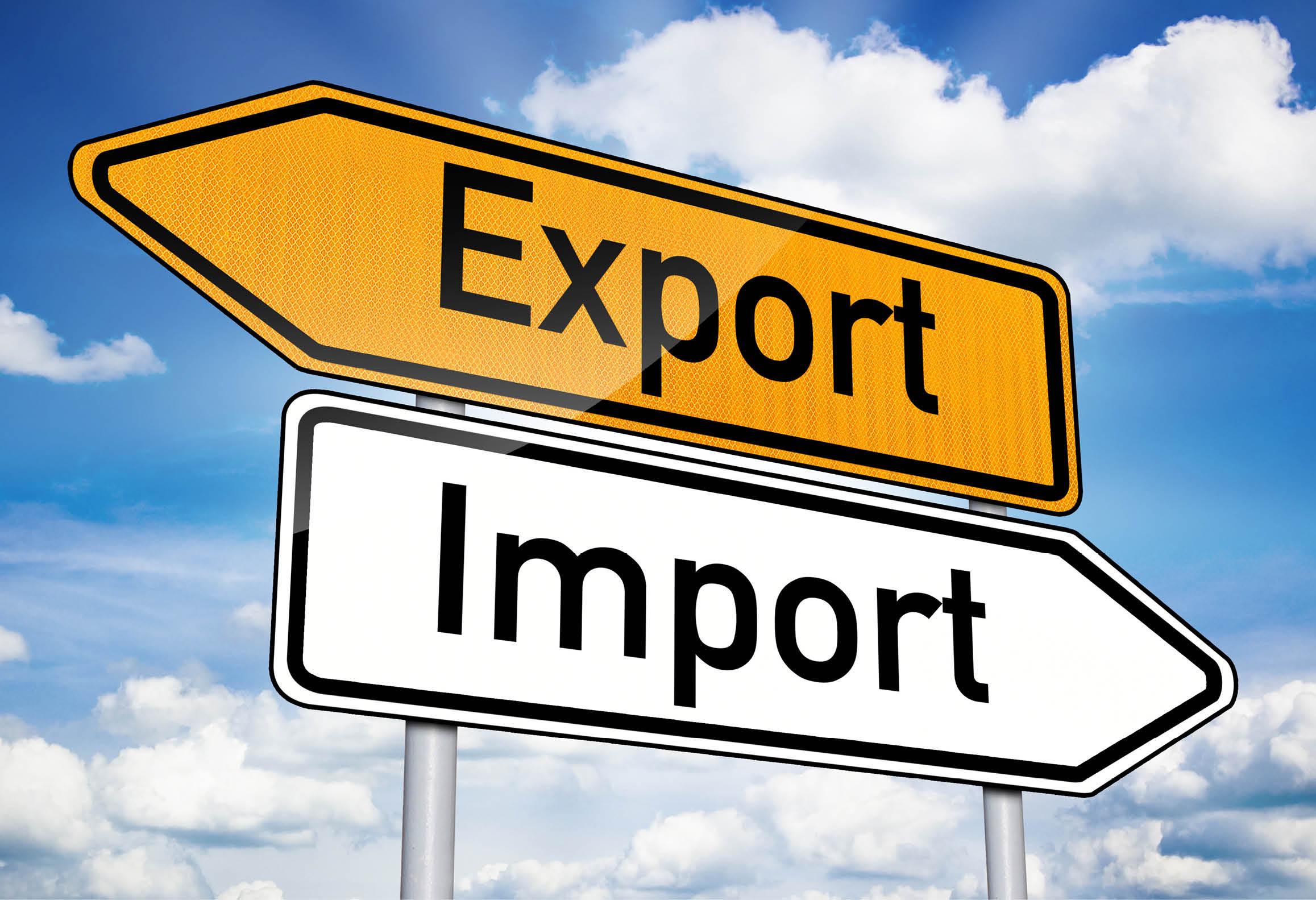 Exportskylt som pekar åt vänster och importskylt som pekar åt höger